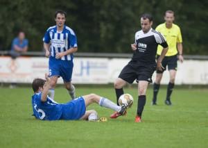 Paddy Dres legt sich den Ball zum 2:3 bereit