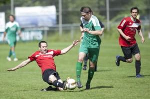 Alexander Kutz kämpft um den Ball