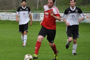 Sascha Müller treibt den Ball nach vorne