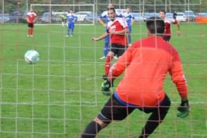 Daniel Penth erzielt das 1:0