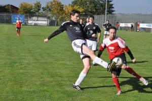 Sascha Schirra setzt gegen ein langes Bein sich durch