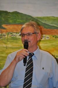 Bernd Marx begrüßt die Gäste am Festabend